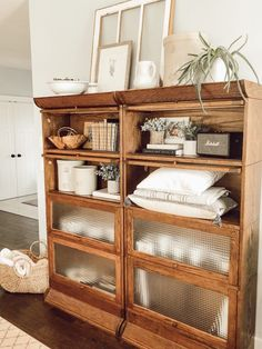These lawyers bookcases are styled with vintage and modern items for a farmhouse style look. Shelf Styling With Vintage Decor – Valley + Birch shelfstyling farmhousestyle livingroomdecor shelfdecor farmhousedecor shelfie vintagedecor 829717931327994898 Diy Home Decor Rustic, Vintage Home Decor, Cheap Home Decor, Home Decor Styles, Home Decor Accessories, Living Room Decor, Bedroom Decor, Dining Room, Farmhouse Style Kitchen