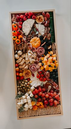 Halloween or Thanksgiving Cheese Board. Get inspired and create your own charcuterie board for any party #halloween #thanksgivingrecipe #cheeseboards