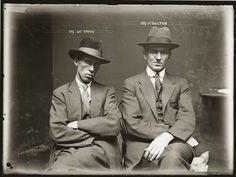 Ces portraits de criminels viennent des archives de la police de Sydney. Le policier-photographe qui les a pris dans les années 20 devait avoir un grand sens artistique, même en ignorant le contexte chaque photo est superbe. Ces portraits sont regroupés dans un livre intitulé «City of Shadows: Sydney Police Photographs 1912-1948«.