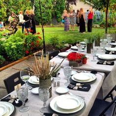 Summer dinner party with tomatoes and dahlias | Reluctant Entertainer