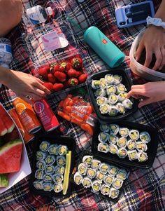 Aesthetic food - n healthy ☽☀️︎ Dessert Sushi, Dessert Food, Comida Picnic, Food Porn, Healthy Snacks, Healthy Recipes, Diet Recipes, Dinner Healthy, Crockpot Recipes