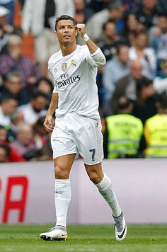 Cristiano Ronaldo of Real Madrid celebrates after scoring during the La Liga match between Celta de Vigo and Real Madrid CF at Estadio Balaidos on...