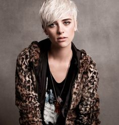 UGN. I want this hair SO BAD. But I have to resist the urge to further chop my hair and bleach it again :X
