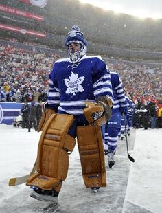 Jonathan Bernier of the Toronto Maple Leafs at the 2014 Winter Classic in Detroit, Michigan Ccm Hockey, Ice Hockey Teams, Hockey Stuff, Hockey Pads, Goalie Gear, Maple Leafs Hockey, Nhl Winter Classic, Hockey Pictures, Nhl News