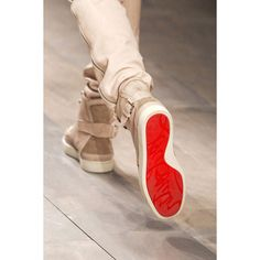 Dedicated to the man that is Christian Louboutin. This is a Louboutin Appreciation Page. Nike Outfits, Look Fashion, Mens Fashion, Fashion Shoes, Casual Shoes, Men Casual, Casual Chique, Mode Shoes, Outfits Hombre
