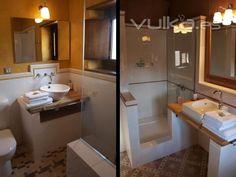 los baos son clidos y luminosos adems de espaciosos con grandes duchas de obra