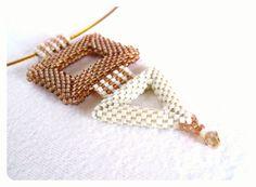 Collana geometrica minima marrone e Beige di BeadworkAndCoe