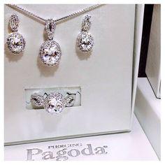 Our #gemstone box sets make the perfect #SecretSanta gift; they look absolutely stunning on anyone! #5DaytillChristmas #ChristmasCountDown #PagodaWishList #PiercingPagoda #boxset #jewelry #accessories