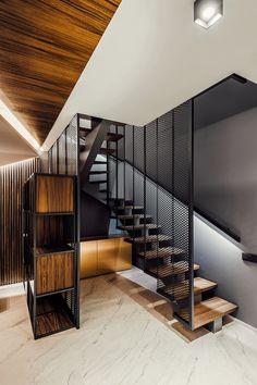 Apartment von All In Studio in Sofia, Bulgarien. Staircase Railing Design, Interior Staircase, Modern Staircase, Industrial House, Industrial Interiors, Architecture Design, Steel Stairs, House Stairs, Apartment Interior Design