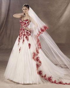 YULA - Vestido de tul con encaje y pedrería en el cinturón. Color rojo o blanco natural
