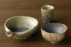 Iga pottery, Japan Japanese Ceramics, Japanese Pottery, Pottery Bowls, Ceramic Pottery, Ceramic Decor, Ceramic Art, Sake Bottle, Pottery Classes, Ceramics Projects