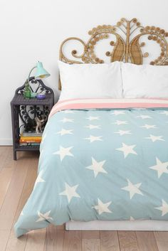 I like the pastel color of the bed cover <3