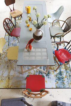 Voorzien van een epoxylaag wordt een oude deur prima geschikt als tafelblad.