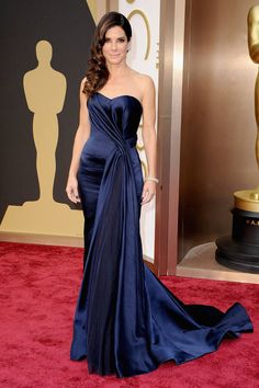 Sandra Bullock in Alexander McQueen-Oscar Dresses 2014 Style - Academy Awards 2014 Red Carpet Fashion - ELLE Traje Black Tie, Robes D'oscar, Best Oscar Dresses, Oscar Gowns, Vestidos Oscar, Most Expensive Dress, Evening Dresses, Prom Dresses, Dresses 2014