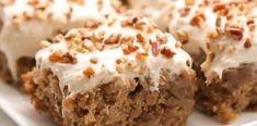 Υγρό κέικ να λιώνει στο στόμα και το άρωμα μπανάνας να αναδύεται σε κάθε μπουκιά με βουτυρόκρεμα επικάλυψης