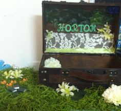 Wedding Card Box Display ~DIY:http://celticjessica.blogspot.com/