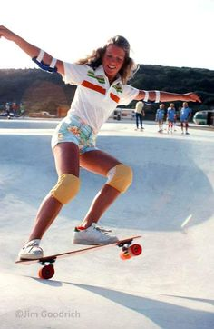Old School Skateboards, Vintage Skateboards, Skate Girl, Skateboard Girl, Aesthetic Images, Longboarding, Action Poses, Roller Skating, Cool Kids