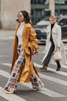Attendees at New York Fashion Week Fall 2019 – Street Fashion Women's Fashion Trends Attendees … Cool Street Fashion, Street Style Women, Female Street Fashion, Street Styles, Curvy Fashion, Urban Fashion, Fashion Edgy, Cheap Fashion, Affordable Fashion