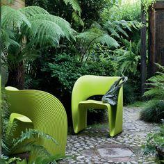 Fauteuil de jardin design Raviolo, design par Ron Arad pour Magis - fluidité de formes. #design #magis
