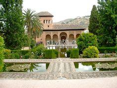 La Alhambra, Granda-España: Palacio El Partal, de fondo las sierras granadinas by Plantas Y Jardin, via Flickr