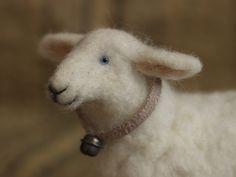 улыбающаяся овечка