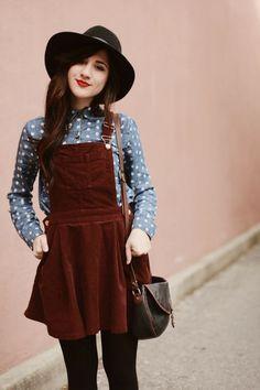 Y si no te gusta usar pantalones, un overol de falda también se ve sensacional.