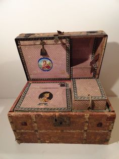 ANTIQUE SALESMAN CHILD'S TRUNK