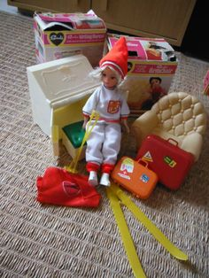 Sindy Doll Living Room Chair, luggage & Bureau & doll faerie glen skiing outfit.