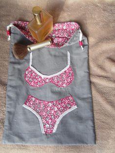 """Sac / Pochette pour les sous-vêtements avec motif appliqué Idée cadeau pour celles qui """"ont déjà tout""""."""