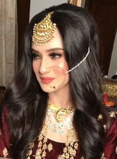 Showcasing the best of Indian jewelry designs. by AdaaJewels Pakistani Bridal Jewelry, Indian Bridal Jewelry Sets, Pakistani Wedding Outfits, Bridal Jewellery, Pakistani Dresses, Indian Outfits, Indian Jewelry, Bridal Makeup Looks, Bride Makeup