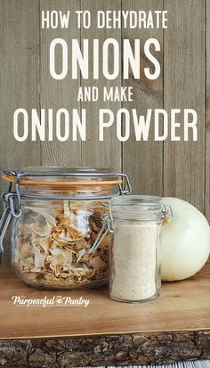 Dehydrate Onions DIY Onion Powder - - Learn to dehydrate onions safely and create awesome minced onions for cooking - like making your own onion powder & DIY French Onion Dip Mix! Dehydrated Vegetables, Dehydrated Onions, Dried Vegetables, Veggies, Canning Recipes, Raw Food Recipes, Jar Recipes, Canning Tips, Freezer Recipes