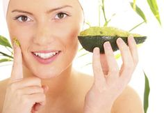 Avocado Mask for glowing skin. Pamper your skin with an avocado mask that can be prepared at home. Natural Beauty Tips, Natural Skin Care, Natural Face, Natural Oils, Natural Glow, Natural Cures, Organic Beauty, Healthy Women, Healthy Skin