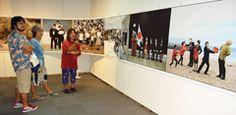 写真家の石川真生さん(61)が、16世紀から今に至る琉球・沖縄の歩みを創作写真で描く「石川真生写真展―大琉球写真絵巻」が16日、那覇市のパレットくもじにある市民ギャラリーで始まった。 縦1メートル横