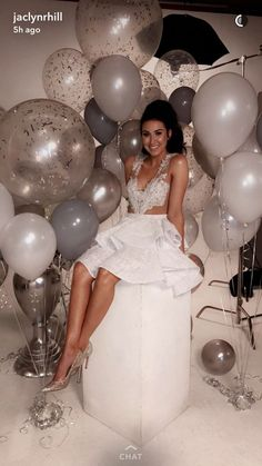 53 Ideas Birthday Balloons Pictures Happy For 2019 19th Birthday, Girl Birthday, 25th Birthday Ideas For Her, Birthday Makeup, Birthday Photoshoot Ideas, Birthday Goals, Happy Birthday, 18th Birthday Dress, 21st Birthday Themes