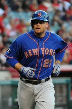 Lucas Duda  21 of the New York Mets scores in the second inning against the 461e31f9636f