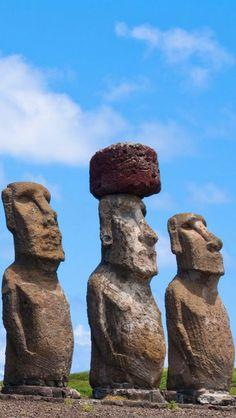 Moai Statues, Easter Island Chile © Unknown