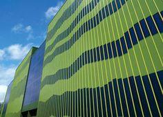 Mit ThyssenKrupp Solartec vertreibt die Hoesch Contecna Systembau GmbH eine  gebäudeintegrierte Photovoltaik-Lösung, die optisch, ökologisch und ökonomisch Maßstäbe  setzen will. Das Dach- bzw. Fassadensystem besteht aus beidseitig  bandverzinktem und kunststoffbeschichtetem Stahlblech mit auflaminierter  UNI-SOLAR-Solarfolie und vereint Gebäudehülle und Solarstrom-Kollektor in einem  Bauelement.