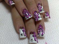 White and purple nail art. Purple Manicure, Purple Nail Art, Purple Nail Polish, Butterfly Nail, Purple Butterfly, Purple Flowers, 49ers Nails, Beautiful Nail Art, Love Nails