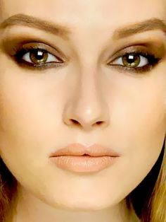 Smoky Brown Eyes - makeup trends for fall Smoky Brown Eye Makeup, Makeup For Brown Eyes, Brown Eyeshadow, Gorgeous Makeup, Love Makeup, Makeup Looks, Hair And Makeup Tips, Hair Makeup, Makeup Trends