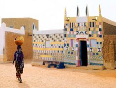 What incredible #patterns on this house in. Agadès, Niger.  Would be so pretty…