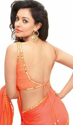 101 Stunning Saree Blouse Back Neck Designs I have written a lot about blouse design ideas and how blouse plays an important role in getting your saree look right. For a blouse to be. Blouse Back Neck Designs, Sari Blouse Designs, Blouse Patterns, Sari Bluse, Saree Backless, Indian Blouse, Indian Sarees, Indian Wear, Femmes Les Plus Sexy