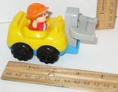 FISHER PRICE LITTLE PEOPLE MCDONALDS FORKLIFT YELLOW/BLUE MATTEL TOY FIGURE 2003 #Mcdonalds