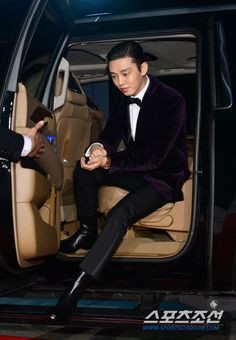 Yoo Ah In at Blue Dragon Film Awards in Daesang 20151126