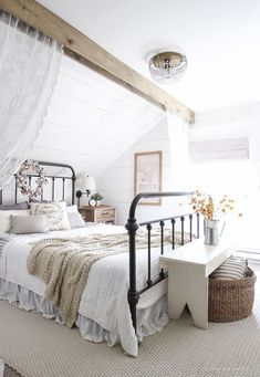 Fall Bedroom Fall Into Home Tour 2019 A beautiful farmhouse bedroom decorated with simple touches of fall! The post Fall Bedroom Fall Into Home Tour 2019 appeared first on House ideas. Fall Bedroom, Modern Farmhouse Bedroom, Farmhouse Master Bedroom, Master Bedroom Design, Home Bedroom, Girls Bedroom, Rustic Farmhouse, Farmhouse Style, Urban Farmhouse