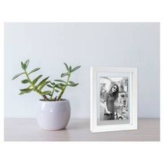 With the Frame with Mat from Project 62™, you can be sure that your photo is the main event. Whether you want to display some family photos or some artistic pieces from your last trip, let this picture frame take care of everything. You can either use the easel back to display it on a shelf or use the hanging triangle to hang it on the wall. <br><br>1962 was a big year. Modernist design hit its peak and moved into homes across the country. And in Minnesota, Target was bor...