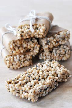 Quinoa Chia Freezer Bars_vegan_glutenfree 4 (things to bake granola bars) Vegan Snacks, Healthy Desserts, Vegan Recipes, Snack Recipes, Cooking Recipes, Puffed Quinoa, Puffed Rice, Bon Dessert, Snacks Saludables