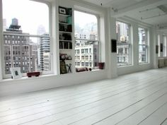 city loft with white floors. Style At Home, Interior Architecture, Interior And Exterior, New Yorker Loft, Nyc Real Estate, Dream Apartment, York Apartment, White Apartment, Design Apartment