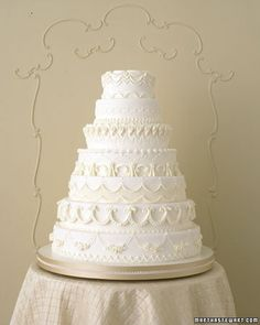 If you're a classic bride looking for classic elements, these are the wedding cakes for you. Be it a white cake or a piped cake, we've pulled together all of our most traditional confections.