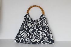 f5872265f210 Round Handle bag FREE sewing tutorial on Greenie Dresses for Less.   diyfashion  freesewingtutorials