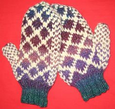 Roving Lined Mittens pattern by Aria Reynolds
